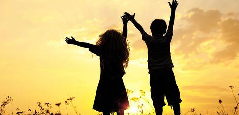 Eine ganz besondere Beziehung: Die schönsten Sprüche für Geschwister