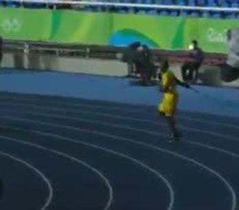 Usain Bolt lance un javelot