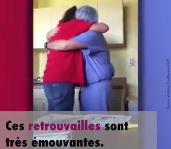 Un soldat fait une surprise à sa mère...