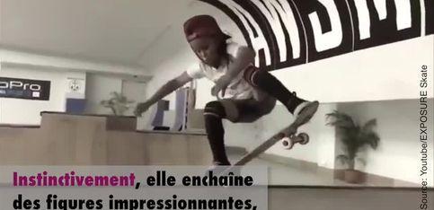 À 8 ans, elle assure déjà sur un skateboard!