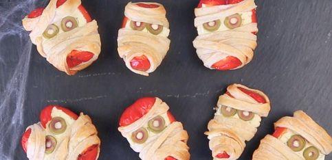 Fingerfood für die Halloween-Party: Diese Paprika-Mumien sind schnell gemacht!