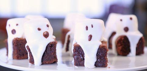 Diese Geister-Brownies dürfen an Halloween nicht fehlen!