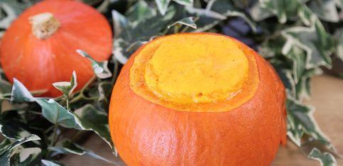 Dekorativ und lecker: Kürbis-Gratin zu Halloween