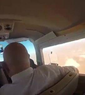 Ce touriste a voulu prendre une photo dans un avion