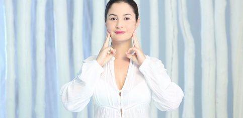 Yoga facial: masaje para mejorar la absorción de las cremas