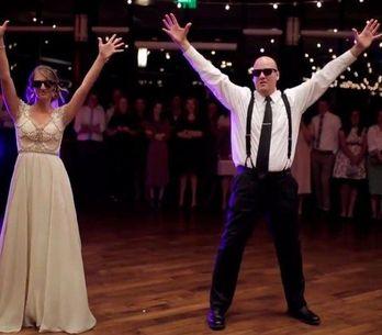 A coreografia desses noivos é incrível, veja