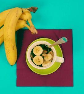 Bolo de banana na caneca: veja como é simples de fazer