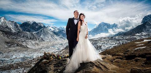 Ce couple s'est marié sur l'Everest et c'est magique