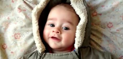Il filme son bébé une seconde par jour. Son évolution est impressionnante!