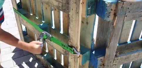 DIY: Un piscine en bois pour se rafraîchir au fond du jardin