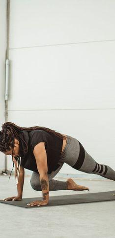 30 postures de yoga pour un ventre plus ferme, plus plat