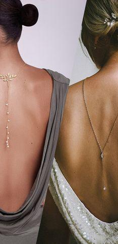 Des jolis colliers pour habiller le dos de la mariée