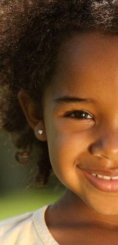 25 idées de coiffures afro pour petites filles