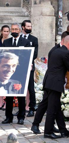 PHOTOS - Jean-Paul Belmondo : Alain Delon et ses proches pour lui dire adieu