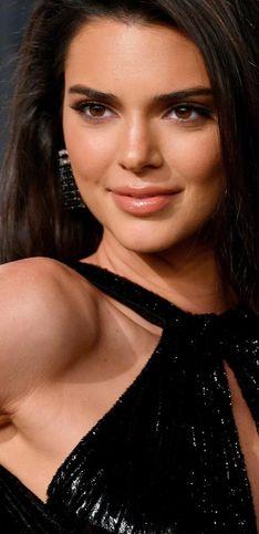 ¡Kendall Jenner cumple 24 años! Repasamos los mejores looks de la modelo