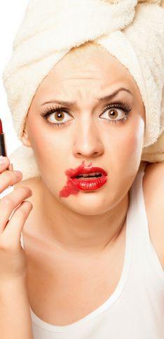 Los grandes errores de maquillaje que cometes y deberías evitar