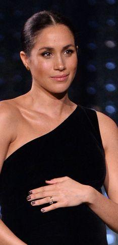 British Fashion Awards: Meghan Markle se salta el protocolo en la alfombra roja
