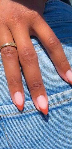 ¿Necesitas ideas para tu próxima manicura en tonos coral? Toma nota