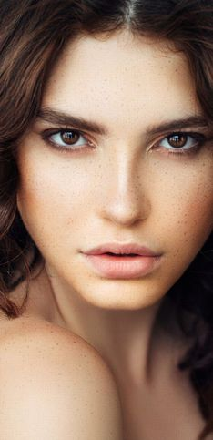Cómo maquillar los ojos marrones: los mejores looks para resaltar tu mirada