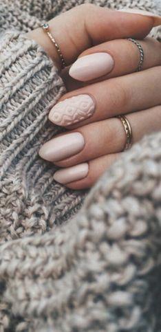 Unghie invernali: nail art, tendenze e colori di smalto perfetti per l'inverno