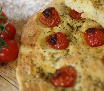 Focaccia con pomodorini: come realizzare una focaccia morbida e golosa!