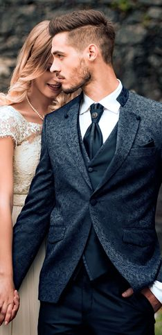 Mann, sieht der gut aus! Die schönsten Bräutigam-Outfits 2018