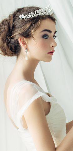 Schön wie eine Prinzessin: Brautfrisuren mit Diadem