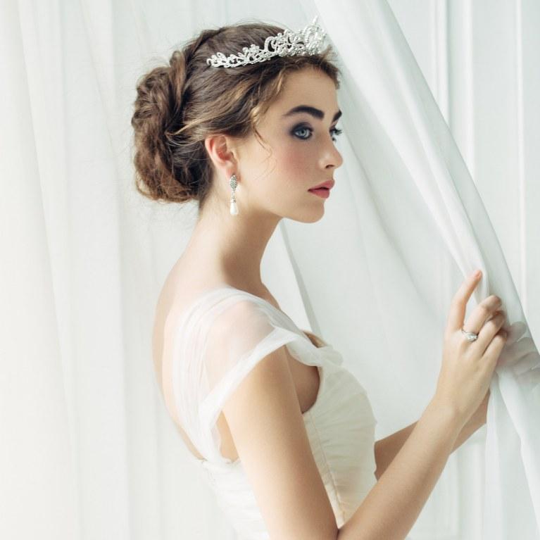 Hochzeitsfrisuren Hochzeits Make Up Traumhaft Aussehen