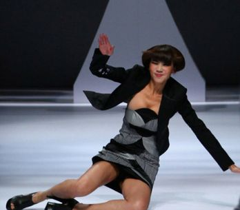 When Runway Models Fall On The Catwalk!