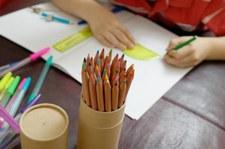 Fournitures scolaires pour les devoirs © Photodisc