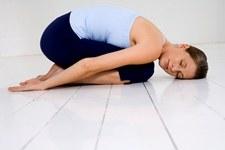 Certaines postures de yoga favorisent la relaxation.
