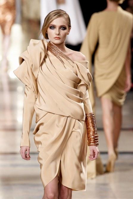 Défilé Haute-couture printemps-été 2011 Stéphane Rolland  © Pixelformula