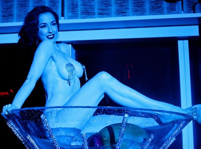 Dita Von Teese, l'experte en strip-tease©Sipa