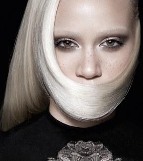 Coiffure femme: la folie du lisse©L'Oréal
