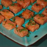 Une recette de saumon frais pour un apéritif light et gourmand.