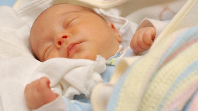 Au fil des mois - mon bébé et moi-- : pour une maternité sans risques.