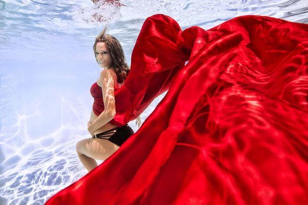 Superbes photos de femmes enceintes sous l'eau