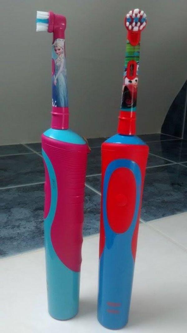 Test: brosse à dents électriques Reine des neiges et cars!!