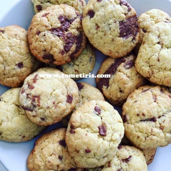 La recette simple et rapide des cookies moëlleux.
