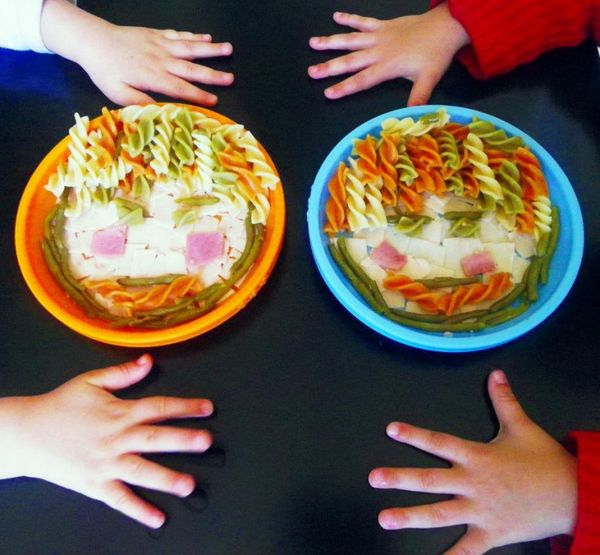Un visage rigolo dans l'assiette, les petits adorent