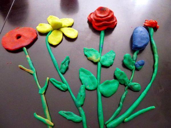ACTIVITE: Des jolies fleurs en pâte à modeler