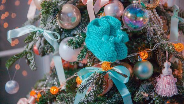 9 adorables tenues de Noël pour votre petit pudding