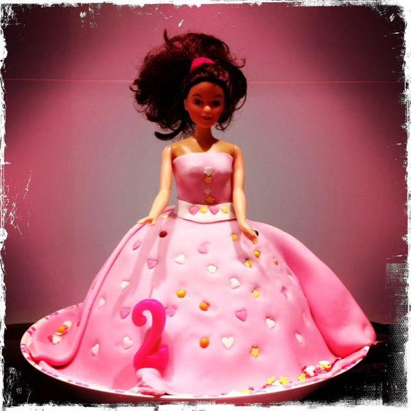 Youpi, je l'ai fait : mon premier gâteau Barbie !!!