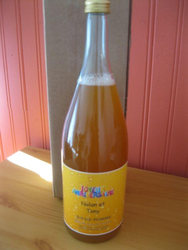 Une bouteille à la mer, non, non un bouteille à personnalisé lol