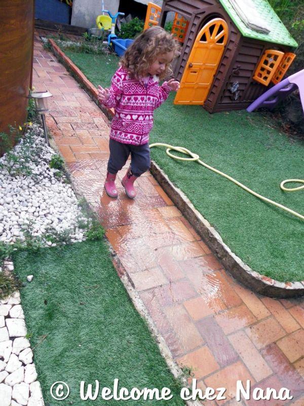 Etre mère … c'est de faire (littéralement) la pluie et (papa)  le beau temps  ( article bilingue)