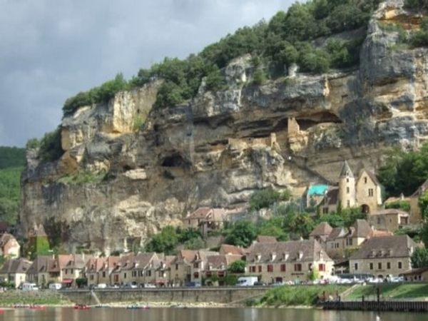 Les petits villages français qu'il faut absolument découvrir en famille