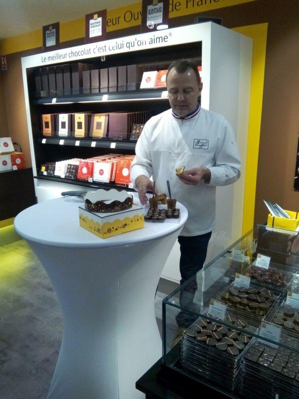 Une galette et des chocolats by Pascal Caffet