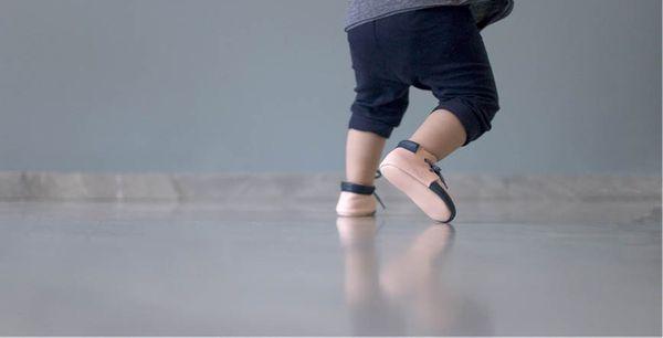 Les premiers pas de bébé oui mais pas avec n'importe quelles chaussures !!