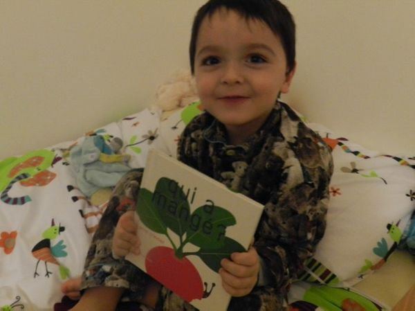Un superbe livre enfant à lire absolument: QUI A MANGE ? de Anne CRAUSAZ éditions MeMo