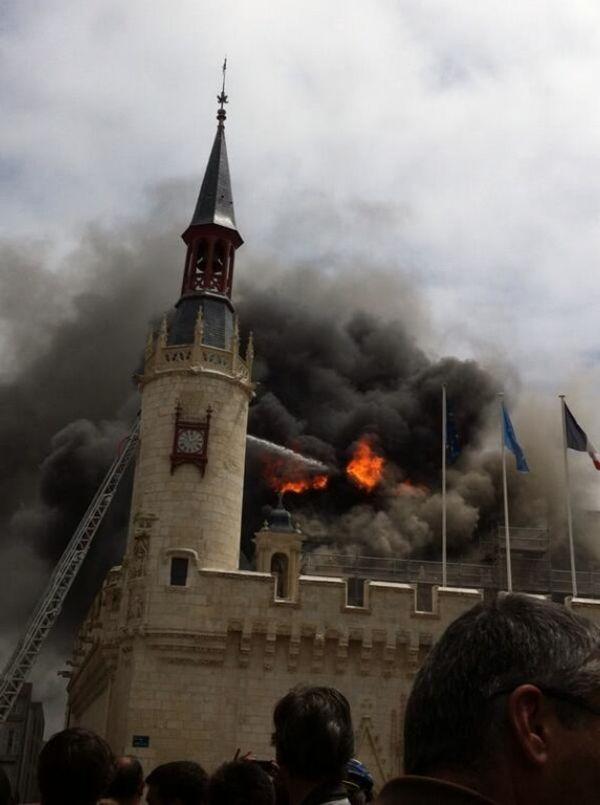 La Rochelle Un important incendie ravage la mairie